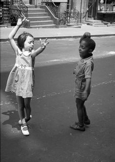 """""""New York, circa 1940 kids dancing"""", photograph by Helen Levitt, noted for """"street photography"""" around New York City, and has been called """"the most celebrated and least known photographer of her time. New York Street, New York City, Helen Levitt, Foto Poster, Walker Evans, Henri Cartier Bresson, Dance Like No One Is Watching, Jolie Photo, Lets Dance"""
