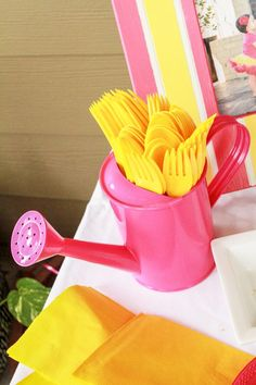 Pink Lemonade Party Ideas - Lemonade Party Decor - Plastic silverware served in a hot pink watering can. We love adding fun little decor ideas to party tables to make them useful too. Such a fun add for a pink lemonade party! Sunflower Birthday Parties, Sunflower Party, Sunflower Baby Showers, Birthday Brunch, Brunch Party, Birthday Ideas, 4th Birthday, Birthday Table, Pink Lemonade Frosting