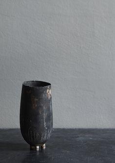 Peter Bauhuis: Unique Vessel. Fine Silver 999 & Sterling Silver 925. 18 x 7.5 cm.