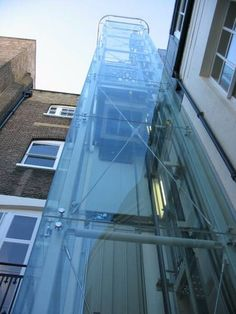 lift connections with historic structures Stair Elevator, Elevator Design, Glass Elevator, Historical Architecture, Modern Architecture, Glass Lift, Casa Patio, Glass Structure, Glass Facades