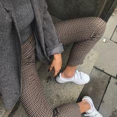 Kareli pantolon ekose spor ayakkabı
