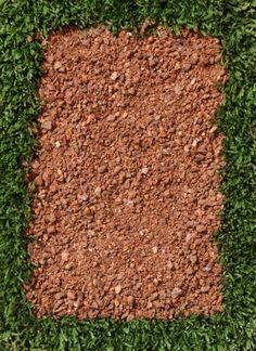 Gorre 0.4 rouge (mouillé) Gorre ou Gore (granit décomposé) gravier utlisé pour les terrain de pétanque