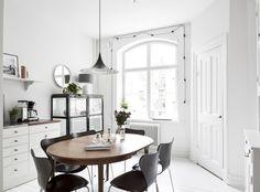 Beautiful apartment in Gothenburg Sweden | Styling by Östlingh & Schedin | Photo by Anders Bergstedt for Swedish broker Entrance Fastighetsmäkleri | via styleandcreate.com