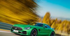 Mercedes' 2018 AMG GT R boasts Hulk-like rage, blistering speed for $157,995