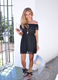 Hat, sandals and lace dress