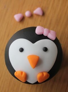 Penguin Cupcake - 2d with bow in pink