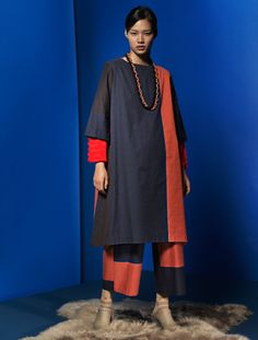Centering on high-quality textiles developed in Japan with crafting techniques from India, HaaT offers a range of long-lasting clothes and accessories with a handcrafted touch. Issey Miyake, Fashion Wear, Pretty Dresses, Textiles, Fancy, Style Inspiration, Indian, Fabric, How To Wear