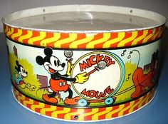 Vintage Walt Disney Mickey Mouse Tin Drum Ohio Art WDE 1930s Pluto Donald Duck Minnie Mouse, Walt Disney Mickey Mouse, Disney Mugs, Mickey Mouse And Friends, Disney Art, Disney World Characters, Cartoon Characters, Antique Toys, Vintage Toys