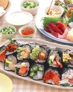 豪華バラエティー手巻き寿司 Sushi Burger, My Sushi, Sushi Pictures, Sushi Donuts, Japanese Food Sushi, Asian Soup, Asian Recipes, Ethnic Recipes, Party Finger Foods