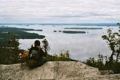 Koli on Pohjois-Karjalan korkein vaara Pielisen rannalla Lieksassa. Finland Travel, Kos, Backpacking, Travel Tips, Mountains, Landscape, Nature, Outdoor, Outdoors
