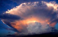 Espectacular nube en forma de hongo emerge en China