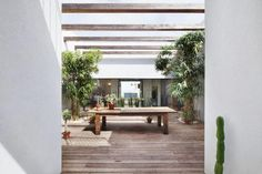 Patio House by Henkin Shavit Architecture & Design located in Jaffa, the southern, oldest part of Tel Aviv, Israel. Backyard Garden Design, Patio Design, House Design, Design Homes, Outside Living, Outdoor Living, Small Courtyard Gardens, Outdoor Spaces, Outdoor Decor