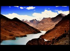 Wyruszamy w stronę ośnieżonych Himalajów, ale dlaczego jedzie z nami butla z tlenem??? Szczegóły na: http://smieszynkatravel.com/lhasa-shigatse/ #tybet #lhasa #wyprawa #himalaje