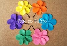 FAITE UN FIELTRO. Pinza flor/ Clip hair flower.