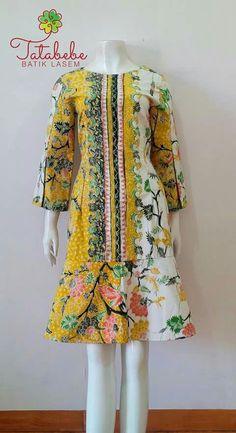 African Print Fashion, African Fashion Dresses, African Dress, Fashion Outfits, Model Dress Batik, Batik Dress, Vintage Style Dresses, Vintage Outfits, Batik Kebaya