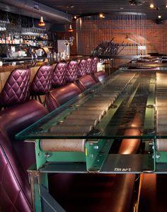 Good use for conveyor Conveyor System, Conveyor Belt, Restaurant Concept, Restaurant Design, Warehouse Layout, Resturant Interior, Decoration Restaurant, Store Window Displays, Club Design