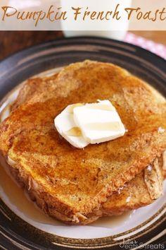 Pumpkin Angel Food Cake ~ http://www.julieseatsandtreats.com