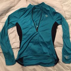 Half zip exercise shirt Light, comfortable half-zip exercise shirt. Long sleeve. Has zipper pocket on back Tops Tees - Long Sleeve