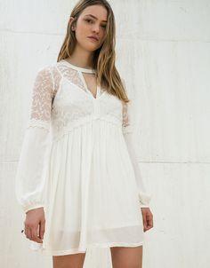 92 meilleures images du tableau women   Blouses, Embroidery et T shirts 5e2688e5736