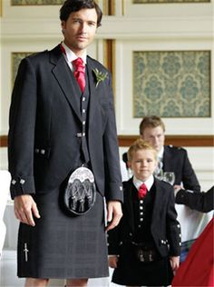 Image issue du site Web http://www.galwaysuithire.ie/wp-content/gallery/page-boy-suits/black-kilt-for-hire.jpg