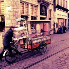 Bakery shop on the move. Selling the famous Cuberdons in #Ghent