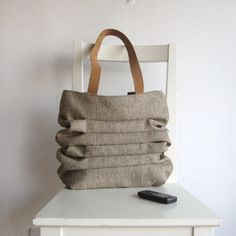 Natural Color Bag with Pleats and Leather Straps