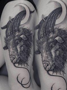 Hoy les queremos presentar el trabajo de Róbert Borbás, más conocido como 'Grindesign', un artista del tatuaje con sede en Budapest, Hungría, que se destaca por sus increíbles tatuajes blackwork.