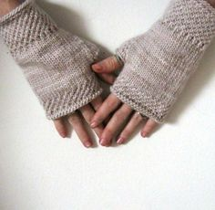 honeycomb wrist warmers knit pattern by Courtney Spainhower. malabrigo worsted, Pale Khaki color. Fingerless
