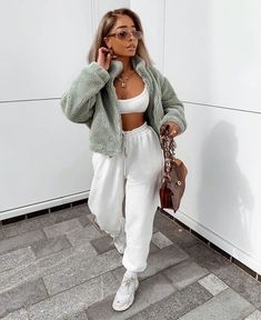 Chill Outfits, Cute Comfy Outfits, Sporty Outfits, Stylish Outfits, Summer Outfits, Fashion Outfits, Beach Outfits, Girl Fashion, Sporty Fashion