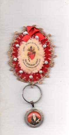 Detente francés bordado y medallón con reliquia de la Venerable María Antonia de Paz y Figueroa.