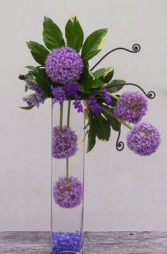 Montei essa galeria de 21 arranjos florais para nos alegrar e nos inspirar nesse começo de semana. Assim como essas flores, cada um d...