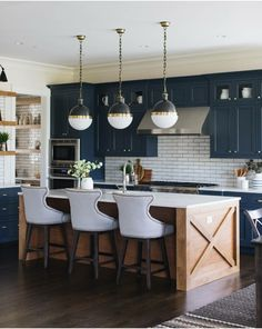 Kitchen Interior Design Kitchen of the week! Check out this navy blue farmhouse kitchen with a subway tile splashback. Ultra modern version of farmhouse style. New Kitchen, Kitchen Renovation, Home Decor Kitchen, Kitchen Decor, Kitchen Remodel, Home Kitchens, Home Decor, Kitchen Interior, Kitchen Inspirations