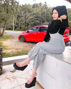 Beautiful Arab Women, Beautiful Hijab, Beautiful Asian Girls, Heeled Flip Flops, Platform Flip Flops, Myanmar Women, Teen Girl Poses, Hijab Fashionista, Girl Hijab