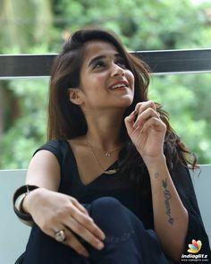 Deepthi Sunaina Bhavana Actress, Celebrity Photographers, Saree Photoshoot, Most Beautiful Faces, Beautiful Saree, Black Saree, Cute Girl Poses, Malayalam Actress, Tamil Actress Photos