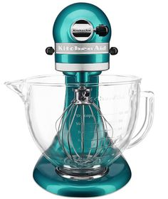 KitchenAid Stand Mixer in Sea Glass - this turquoise color just makes me happy! Teal Kitchen Decor, Kitchen Colors, Green Kitchen, Kitchen Ideas, Pastel Kitchen, Kitchenaid Standmixer, Kitchen Gadgets, Kitchen Appliances, Small Appliances