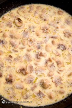 SPAGHETTI CU TON SI CIUPERCI   Diva in bucatarie Cheeseburger Chowder, Oatmeal, Spaghetti, Food And Drink, Soup, Cooking Recipes, Pasta, Breakfast, Veronica