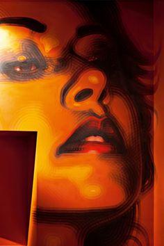 Miles El Mac Gregor vive e lavora a Los Angeles. Nato nel 1980, da giovane le sue fonti di ispirazione sono state Caravaggio, Vermeer e Klimt, i graffiti, il fotorealismo e la cultura chicana e messicana. Nel 1999 ha iniziato con i ritratti di amici e anonimi lavoratori messicani nel sudovest degli Stati Uniti, ma anche con grandi interpretazioni di dipinti dei vecchi maestri europei, eseguite a bomboletta spray technicolor. Nel 2003 il Groeninge Museum gli ha commissionato una…
