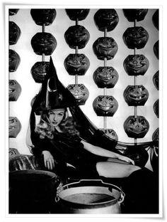 Veronica Lake Vintage Hollywood Halloween Pin-ups