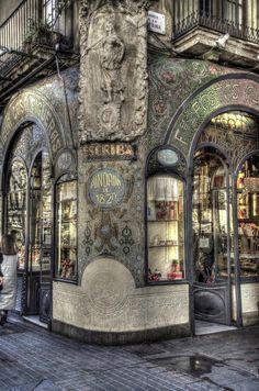 Ahhhh Barcelona sua Rambla...Cada prédio uma surpresa!!! by Josep Maria Colls Trullen on 500px