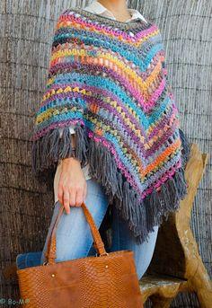 Crochet Patterns Poncho Bo-M Poncho Au Crochet, Crochet Poncho Patterns, Crochet Jacket, Love Crochet, Crochet Scarves, Beautiful Crochet, Crochet Clothes, Knit Crochet, Hippie Style