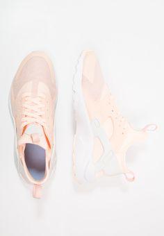 Nike Sportswear AIR HUARACHE RUN ULTRA SE (GS) - Joggesko - crimson tint/sail/royal tint/white - Zalando.no