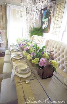 LaurieAnna's Vintage Home: Our Farmhouse Dining Room. Love the table and the tufted seating! Dining Table With Bench, Dining Room Table, Dining Rooms, Dinning Nook, Dining Chairs, Narrow Table, Dining Area, Dresser La Table, Home Interior