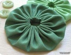 DIY: flores con tela para adornar cualquier prenda. Fácil de hacer y fácil de modificar cuando quieras.
