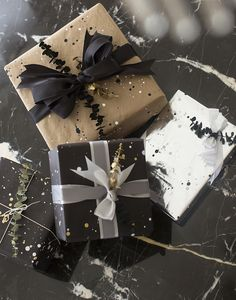 song_of_style_black_and_gold_wrapping_paper