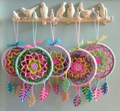 So awesome! Never thought of turning a mandala into a dream catcher.ideas for crochet dreamcatcherPeace / Love / hippie / Happiness / Dream Catcher / Art / Free / Flower / Hope / Moon / Universe / Light / Tattoo / Sky / Yoga / Meditation / Colors / G Crochet Diy, Mandala Au Crochet, Crochet Amigurumi, Crochet Home, Love Crochet, Crochet Gifts, Crochet Flowers, Crochet Ideas, Crochet Bunting