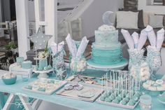 Baby boy baptism candy bar ideas for 2019 Baby Girl Quilts, Baby Girl Blankets, Girl Gift Baskets, Baby Girl Nursery Themes, Nursery Ideas, Trendy Baby Girl Clothes, Baby Bath Toys, Baby Boy Baptism, Baby Boy Pictures