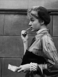 Isabelle Corey in Bob le flambeur (1956) She loves frites.