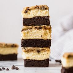 Brownie Bottom Cookie Dough Cheesecake Bars - Outrageous Brownie Bottom Cookie Dough Cheesecake Bars have a layer of fudgy brownie, cheesecake filling, and a chocolate chip cookie dough topping. Creme Brulee Cheesecake Bars, Cookie Dough Cheesecake, Snickers Cheesecake, Nutella Brownies, Fudgy Brownies, Cookie Bars, Cheesecake Brownies, Bar Cookies, Cheesecake Cupcakes