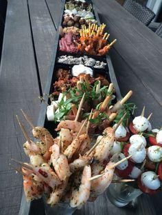 Dat ziet er gezellig uit. Leuk voor een feestje of housewarming #eten #tapas #hapjes