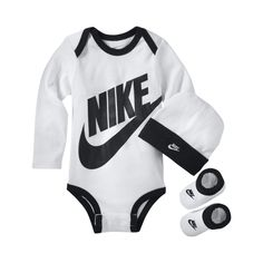 Nike Baby Bodysuit, Hat and Booties Box Set (White) Baby Boy Jordan Outfits, Baby Jordan Shoes, Baby Girl Nike, Baby Boy Swag, Baby Jordans, Kids Outfits, Baby Nike Outfits, Nike Baby Clothes, Babies Clothes